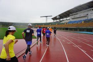 県総合運動公園陸上競技場のトラックを疾走!