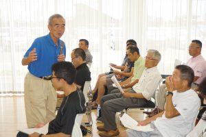 参加者一人ひとりの顔をしっかりみて話される宇佐美彰朗さん。
